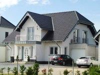 Die Entscheidung, Ein Haus Zu Bauen, Ist Für Bauherren Der Erste Schritt Zu  Einem Individuell Geplanten Zuhause. Doch Welche Wohnform, Welche Bauart  Soll Es ...